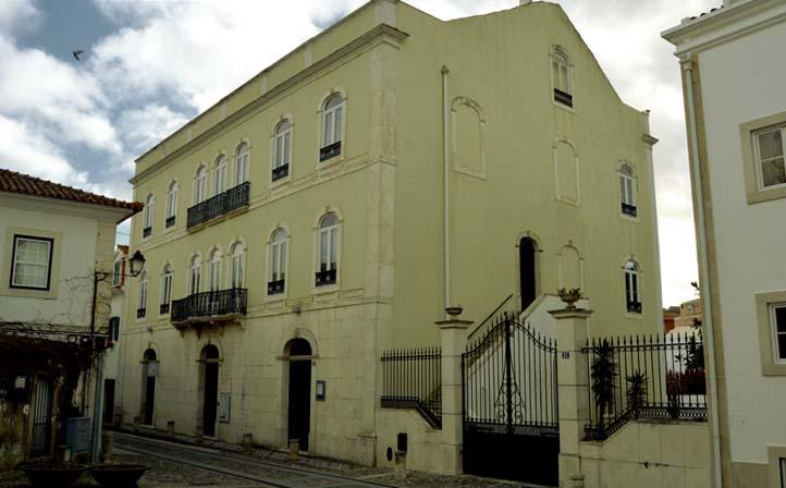 Palacete Bernardino Lopes de Oliveira Chalets e Palacetes em Alcobaça